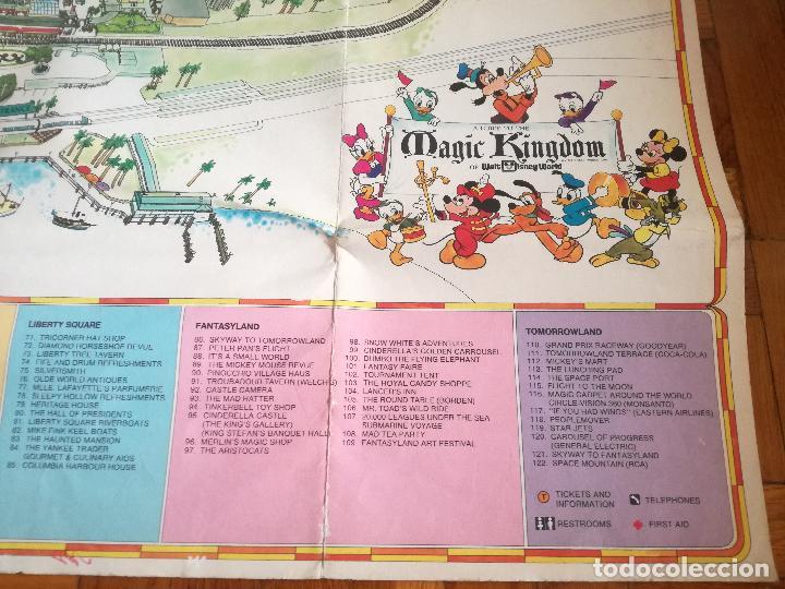Carteles Espectáculos: MAPA GUIA PARQUE ATRACCIONES MAGIC KINGDOM OF WALT DISNEY WORLD AÑOS 70 - Foto 2 - 195283368