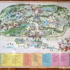 Carteles Espectáculos: MAPA GUIA PARQUE ATRACCIONES MAGIC KINGDOM OF WALT DISNEY WORLD AÑOS 70. Lote 195283368