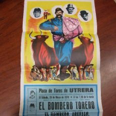 Carteles Espectáculos: 1976 CARTEL PLAZA DE TOROS UTRERA SEVILLA EL BOMBERO TORERO AREVALO ENANITOS POMPIER. Lote 195766180