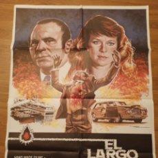 Carteles Espectáculos: CARTEL CINE EL LARGO VIERNES SANTO, 1981, 100 X 70 CM, PLEGADO. Lote 279858703
