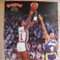 Coleccionismo deportivo: POSTER ISIAH THOMAS (PISTONS) TIRA ANTE BYRON SCOTT (LAKERS) - NBA BASKET REVISTA GIGANTES. Lote 21818171