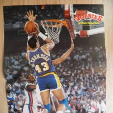 Coleccionismo deportivo: POSTER: MYCHAL THOMPSON (LAKERS) CONTRA PISTONS - NBA BASKET REVISTA GIGANTES. Lote 21818273