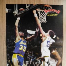 Coleccionismo deportivo: POSTER KAREEM ABDUL JABBAR (LAKERS) Y MARK EATON (UTAH JAZZ) - NBA BASKET GIGANTES. Lote 21818318