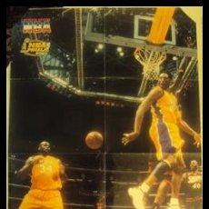 Coleccionismo deportivo: KOBE BRYANT. NBA FINALES 2001. ESPECTACULAR ASISTENCIA. PÓSTER. Lote 23391046
