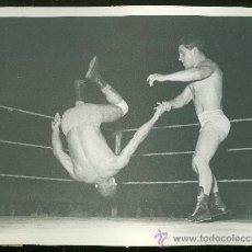 Coleccionismo deportivo: FOTOGRAFIA DE LUCHA LIBRE.. Lote 24910286