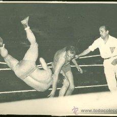 Coleccionismo deportivo: FOTOGRAFIA DE LUCHA LIBRE.. Lote 24930775