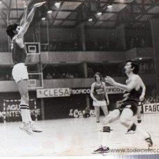 Coleccionismo deportivo: FOTOGRAFÍA BALONCESTO,PABELLÓN DEPORTIVO MAGARIÑOS, ESTUDIANTES, MADRID. Lote 29253280