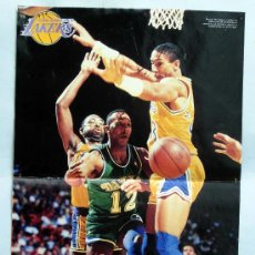 Coleccionismo deportivo: PÓSTER BALONCESTO AS COLOR LOS ANGELES LAKERS MICHAEL THOMPSON 42 CM X 28,5 CM. Lote 31237090