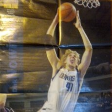Coleccionismo deportivo: POSTER NBA BALONCESTO BASKET REVISTA DIRK NOWITZKI AMERICAN SUPERBASKET POSTER STORY SERIE 2002-03. Lote 48562217