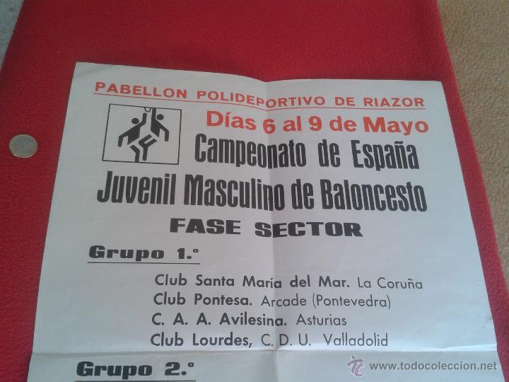 Coleccionismo deportivo: CARTEL POSTER DE BALONCESTO BASKET CAMPEONATO ESPAÑA JUVENIL MASCULINO. RIAZOR PUBLICIDAD COCA COLA - Foto 2 - 52691168