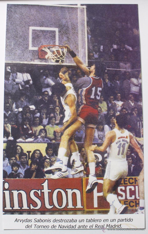 ARVYDAS SABONIS EN EL TROFEO DE NAVIDAD 1984. RECORTE (Coleccionismo Deportivo - Carteles otros Deportes)