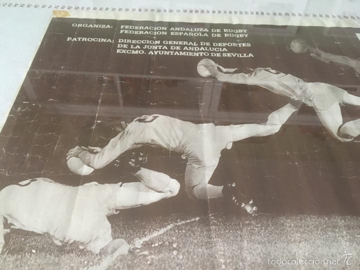 Coleccionismo deportivo: Cartel Histórico Rugby España - Maoris 1988. Chapina Sevilla. 70*59 cm - Foto 4 - 59640972