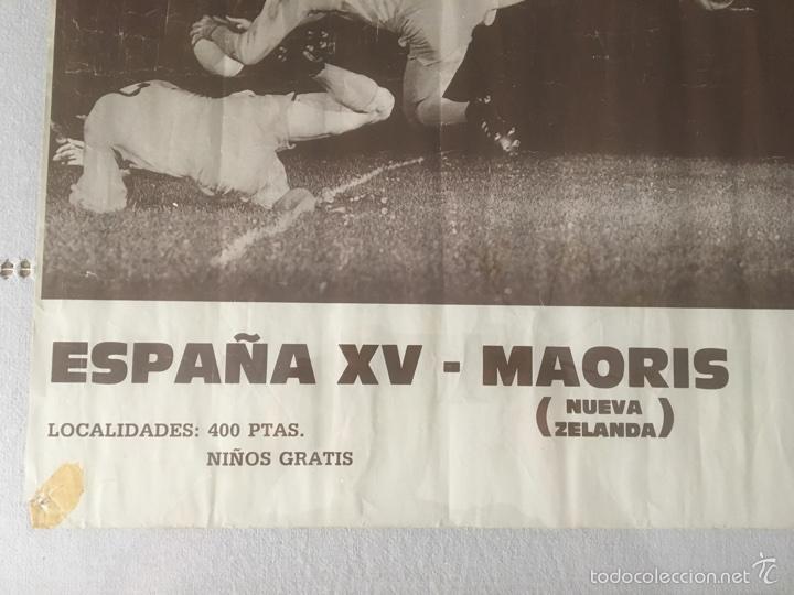Coleccionismo deportivo: Cartel Histórico Rugby España - Maoris 1988. Chapina Sevilla. 70*59 cm - Foto 2 - 59640972