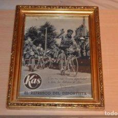 Coleccionismo deportivo: ANTIGUO CARTEL EN CUADRO DE MADERA - PUBLICIDAD KAS - EL REFRESCO DEL DEPORTISTA - BAHAMONTES - 1959. Lote 78993393