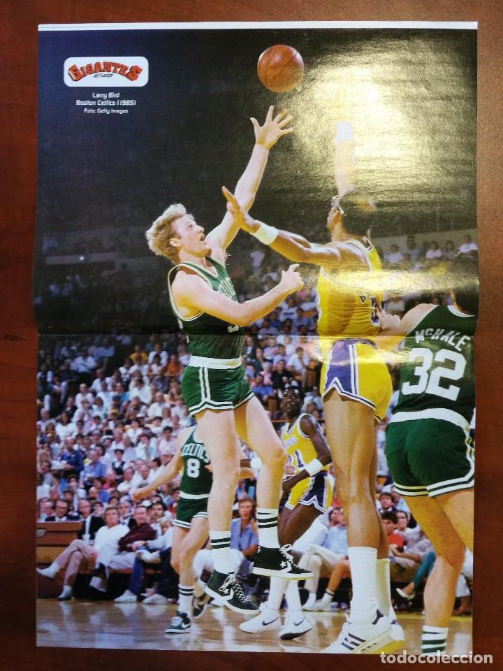 Coleccionismo deportivo: Doble poster Drazen Petrovic. Cibona 1985. Larry Bird Boston 1985 - Foto 2 - 80169209
