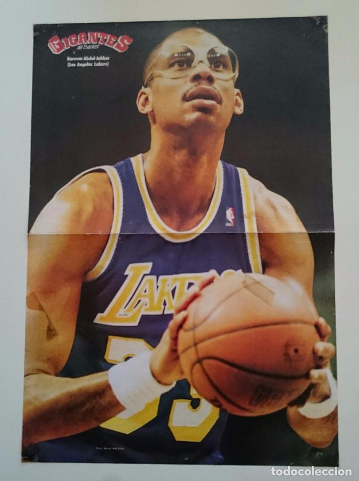 POSTER NBA REVISTA GIGANTES DEL BALONCESTO LOS ANGELES LAKERS KAREEM ABDUL-JABBAR (Coleccionismo Deportivo - Carteles otros Deportes)
