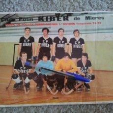 Coleccionismo deportivo: LÁMINA CLUB PATÍN KIBER DE MIERES (ASTURIAS). HOCKEY PATINES. 1° DIVISIÓN TEMPORADA 1972 1973. Lote 98611608
