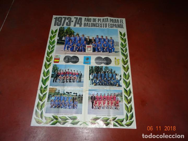ANTIGUO CARTEL DE SELECCIONES ESPAÑOLAS DE BALONCESTO DEL AÑO 1973-74 AÑO PLATA BALONCESTO ESPAÑOL (Coleccionismo Deportivo - Carteles otros Deportes)