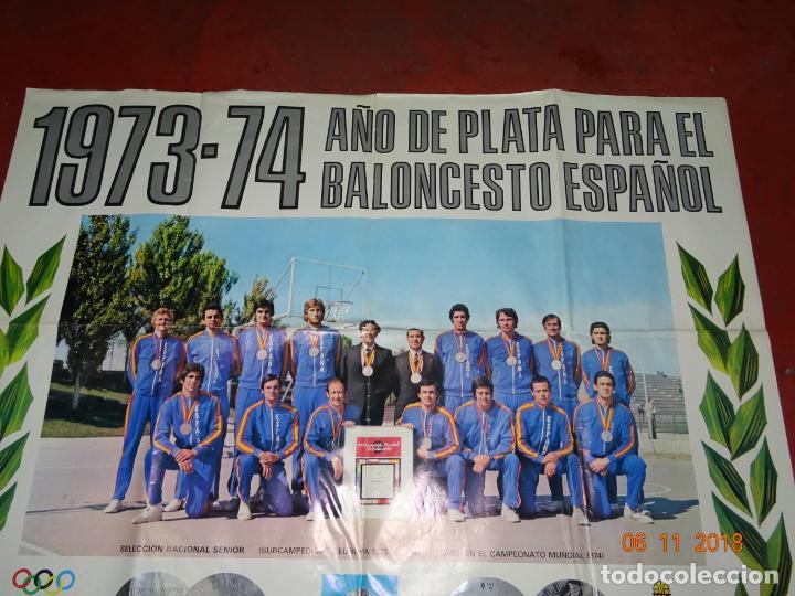 Coleccionismo deportivo: Antiguo Cartel de Selecciones Españolas de Baloncesto del Año 1973-74 Año Plata Baloncesto Español - Foto 2 - 139244554