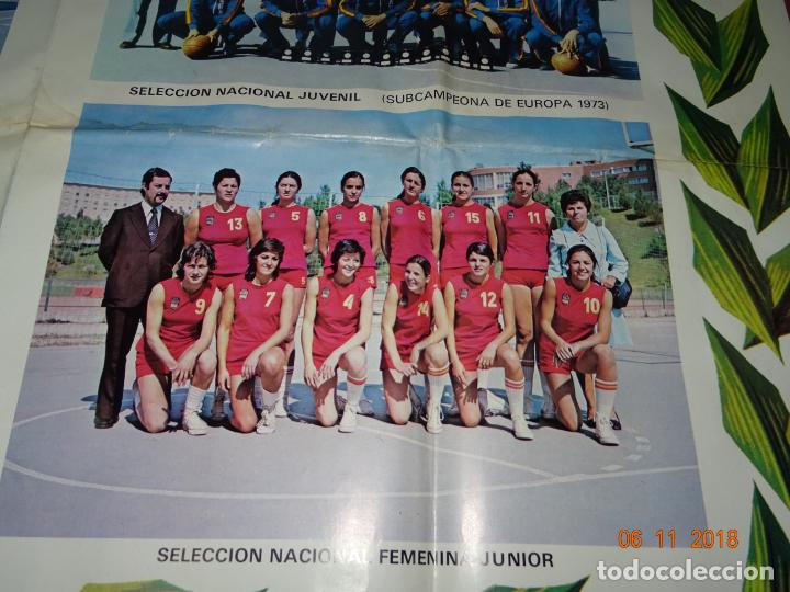 Coleccionismo deportivo: Antiguo Cartel de Selecciones Españolas de Baloncesto del Año 1973-74 Año Plata Baloncesto Español - Foto 5 - 139244554