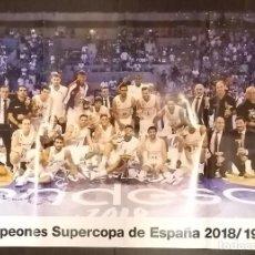 Coleccionismo deportivo: PÓSTER REAL MADRID CAMPEONES SUPERCOPA DE ESPAÑA 2018 - 2019. BÁSQUET. BALONCESTO. 84 X 59 CM. NUEVO. Lote 149401538
