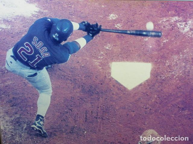 Coleccionismo deportivo: CUADRO SAMMY SOSA BATEANDO BEISBOL Texas Rangers Chicago White Sox MEDIAS BLANCAS CACHORROS CHICAGO - Foto 2 - 163730254