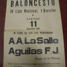 Coleccionismo deportivo: CARTEL BALONCESTO. IV LIGA NACIONAL 1º DIVISION. 1960. A.A.LA SALLE / AGUILAS F.J. VER. Lote 176889573