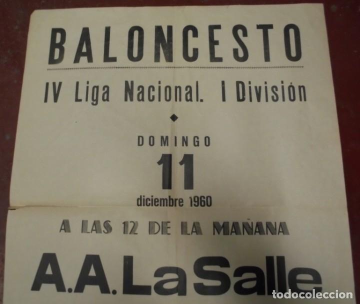 Coleccionismo deportivo: CARTEL BALONCESTO. IV LIGA NACIONAL 1º DIVISION. 1960. A.A.LA SALLE / AGUILAS F.J. VER - Foto 3 - 176889573