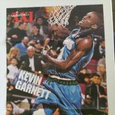 Coleccionismo deportivo: LOTE 13 PÓSTERS GIGANTES NBA AÑOS 90/00 (REVISTA XXL BASKET) - KOBE BRYANT, GARNETT, EWING, CARTER... Lote 190095851
