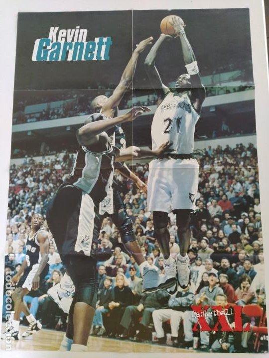 Coleccionismo deportivo: LOTE 13 PÓSTERS GIGANTES NBA AÑOS 90/00 (REVISTA XXL BASKET) - KOBE BRYANT, GARNETT, EWING, CARTER.. - Foto 5 - 190095851