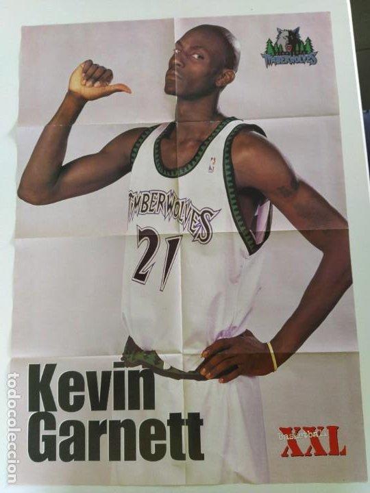 Coleccionismo deportivo: LOTE 13 PÓSTERS GIGANTES NBA AÑOS 90/00 (REVISTA XXL BASKET) - KOBE BRYANT, GARNETT, EWING, CARTER.. - Foto 10 - 190095851