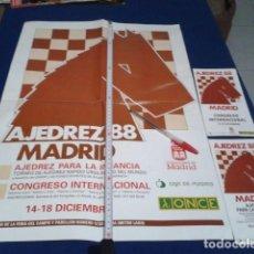 Coleccionismo deportivo: CARTEL + SOBRE + 2 PROGRAMAS, EQUIPOS Y NORMAS ( TORNEO DE AJEDREZ MADRID 88 ). Lote 190099750