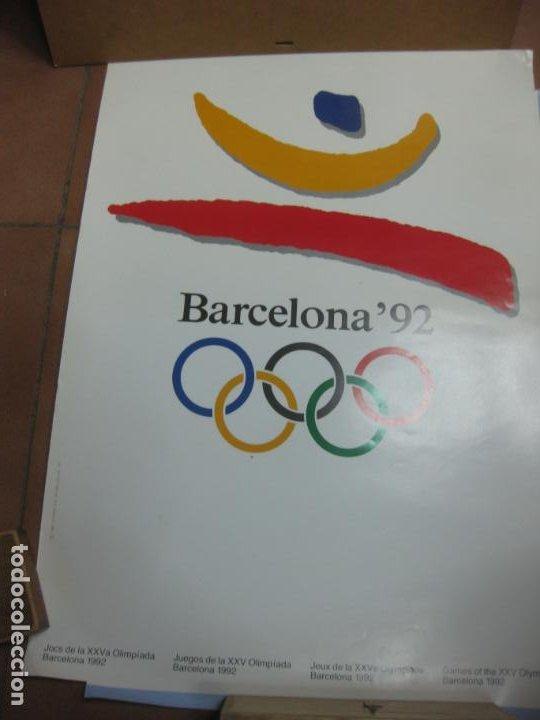 Coleccionismo deportivo: CARTEL JUEGOS OLIMPICOS BARCELONA 92. 70 X 48 CM.ROTURA 3 CM MARGEN SUPERIOR DERECHA. - Foto 2 - 190906356