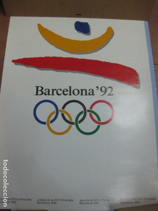CARTEL JUEGOS OLIMPICOS BARCELONA 92. 70 X 48 CM.ROTURA 3 CM MARGEN SUPERIOR DERECHA. (Coleccionismo Deportivo - Carteles otros Deportes)