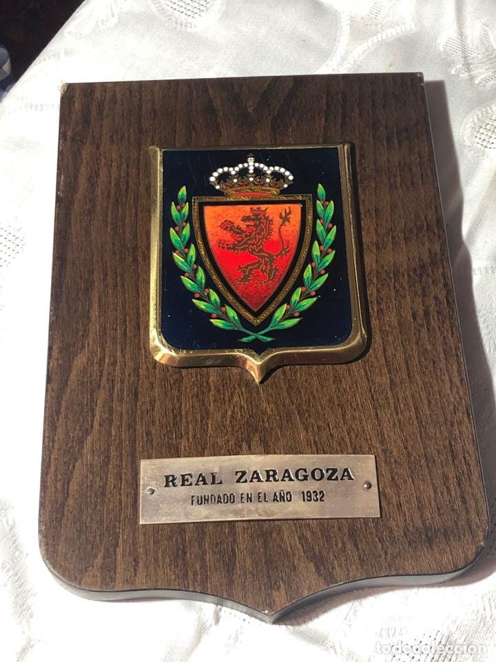 METOPA CON ESCUDO REAL ZARAGOZA (Coleccionismo Deportivo - Carteles otros Deportes)
