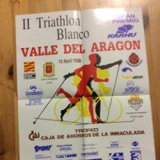 Coleccionismo deportivo: CARTEL II TRIATHLON BLANCO VALLE DEL ARAGON GRAN PREMIO KARHU 10 ABRIL 1988 JACA CANDANCHU. Lote 199044180
