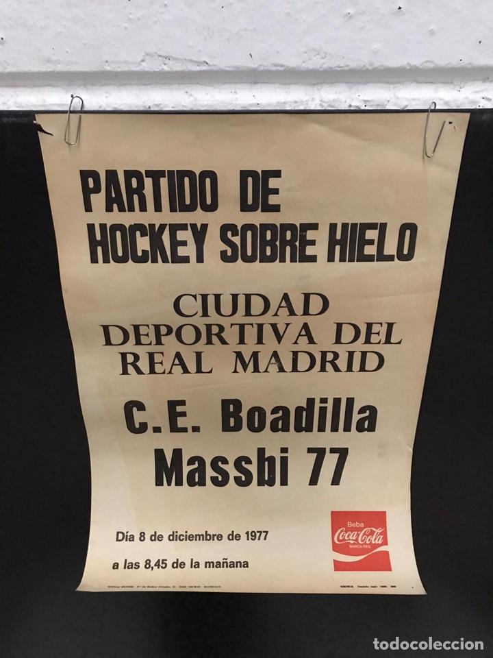 POSTER CARTEL HOKEY SOBRE HIELO ANTIGUO (Coleccionismo Deportivo - Carteles otros Deportes)