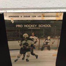 Coleccionismo deportivo: POSTER CARTEL HOKEY SOBRE HIELO ANTIGUO. Lote 200538588
