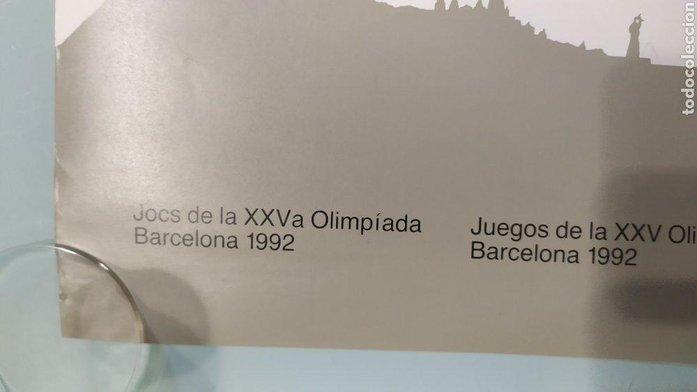 Coleccionismo deportivo: CARTEL OFICIAL DE BARCELONA 92 EDITADO POR EL COOB92 AÑO 1988. TAMAÑO 70x50 DE JOSEP M. TRIAS.NUEVO - Foto 3 - 203879341