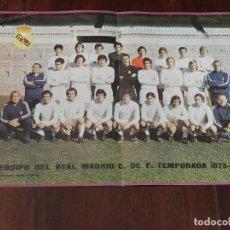 Coleccionismo deportivo: CARTEL POSTER PLANTILLA TEMPORADA 1973 1974 REVISTA OFICIAL REAL MADRID, CON INFORMACION POR EL REVE. Lote 215234820