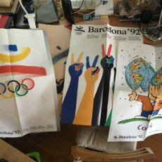 Coleccionismo deportivo: LOTE 4 CARTELES POSTERS OLIMPIADAS BARCELONA 1992 70 X 50 CM TAPIES MARISCAL SATUE TRIAS (AB-1). Lote 218141545