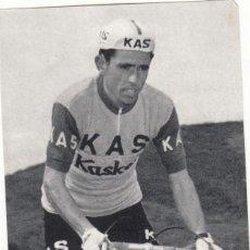 Coleccionismo deportivo: S.D. KAS - CICLISTA - JOAQUIN GALERA 1965 / FOTO ARQUE - FOURNIER. Lote 271534813