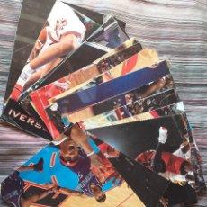 Coleccionismo deportivo: LOTE 17 POSTERS CARTELES NBA REVISTA OFICIAL TODOS FOTO PAU GASOL WILKINS KIDD CALDERÓN. Lote 236949090