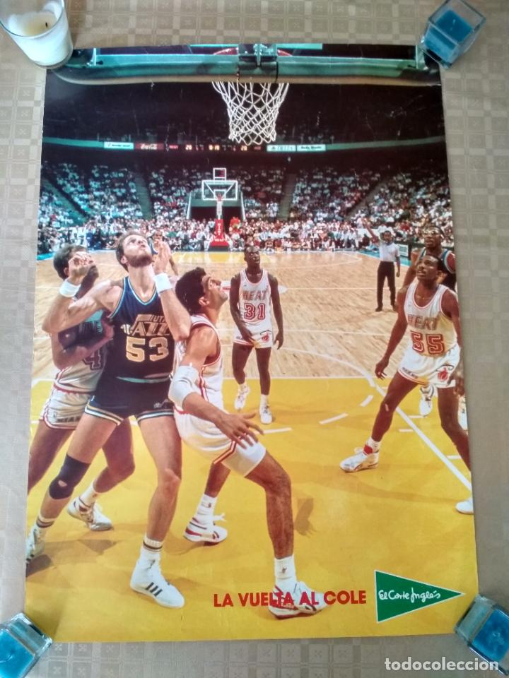 POSTER NBA VINTAGE AÑOS 80 PUBLICIDAD LA VUELTA AL COLE ELCORTEINGLES JAZZ HEAT (Coleccionismo Deportivo - Carteles otros Deportes)