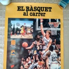 Coleccionismo deportivo: POSTER EL BÀSQUET AL CARRER NBA BALONCESTO EN LA CALLE URBANO MAGIC JOHNSON BILL WALTON. Lote 238253260
