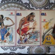 Coleccionismo deportivo: BASKET POSTERS PACK - CARICATURAS NBA DE JOSE Mª GALLEGO (PAT EWING, MOSES MALONE Y JAMES WORTHY). Lote 238267855