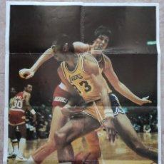 Coleccionismo deportivo: POSTER GIGANTE KAREEM ABDUL JABBAR LOS ANGELES LAKERS NBA - REVIPOSTER EL GIGANTE DE ORO. Lote 238783670