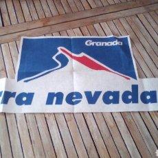 Collectionnisme sportif: CARTEL TELA CAMPEONATOS DE ESQUÍ SIERRA NEVADA 95. Lote 253577365