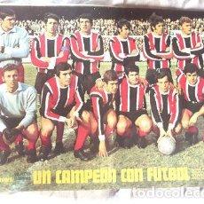 Coleccionismo deportivo: LAMINA CHACARITA JUNIORS UN CAMPEON CON FUTBOL COLEC GRAFICO. Lote 255290330