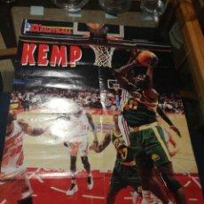 Coleccionismo deportivo: FIBA BASKETBALL, KEMP, NBA AÑOS 90,GRAN POSTER 58 CM X 82 CM.. Lote 255658005